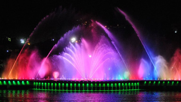 Guayaquil and its fountain lights